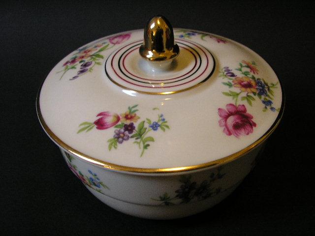 mitterteich bavaria porzellan dose mit floral dekor und goldrand top ebay. Black Bedroom Furniture Sets. Home Design Ideas